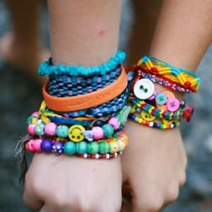 girls-friendship-bracelets-300x300